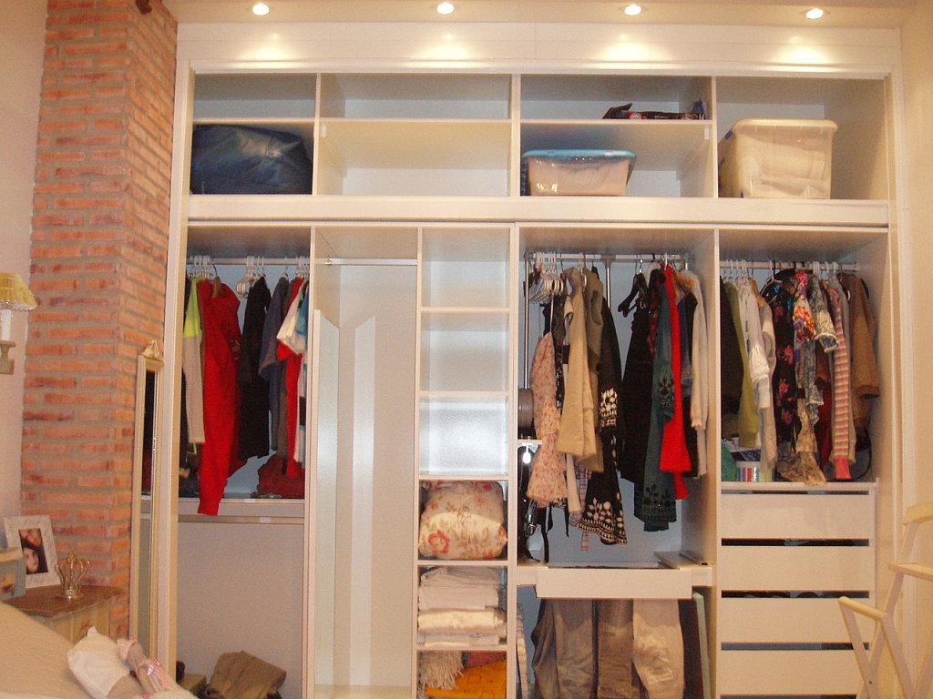 Interiores de armario for Armarios de pared para banos