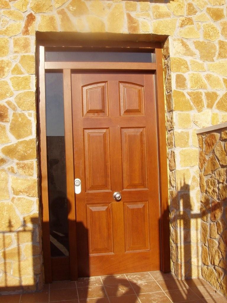 Puertas de madera for Puertas de madera maciza exterior
